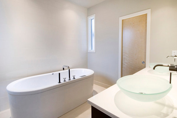 Bathroom Minimalist Space and White Cream Wall Decors for Inspiration to Your House