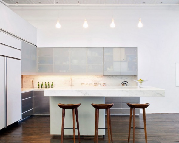 Interior Used Modern Minimalist Furniture and traditional Chandelier Lighting