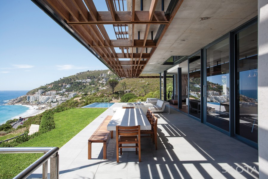 Outdoor Dining Space with Gridded Cantilever Covering the Dining Table Set