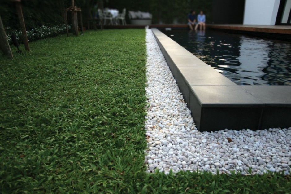 Turfs White Pebbles and Black Mounted Pool Liner in Residence Baan Moom