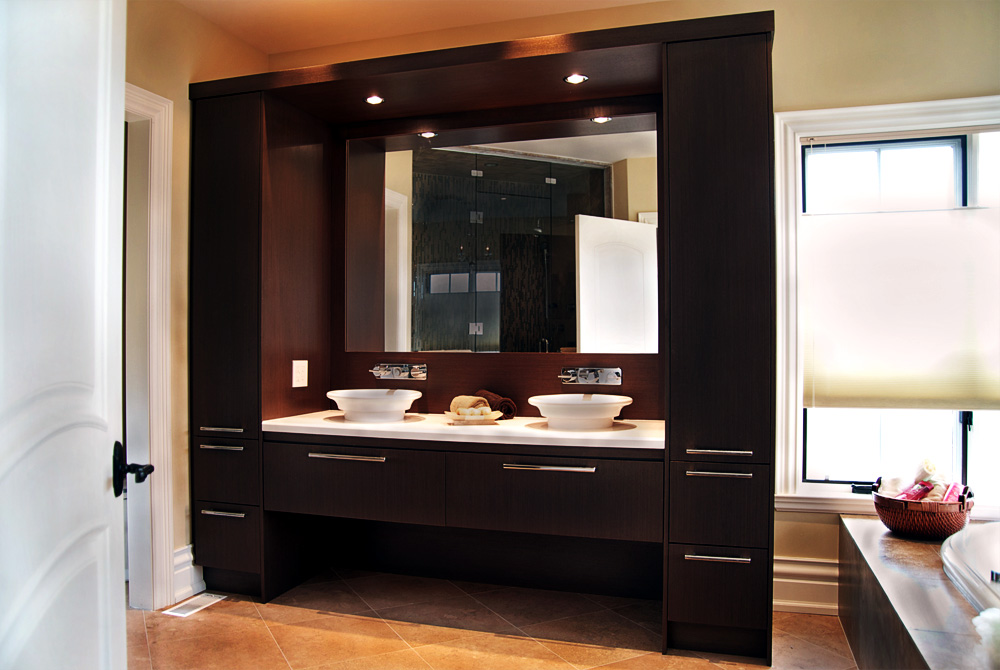 Choosing the right bathroom vanity design Modern bathroom north hollywood