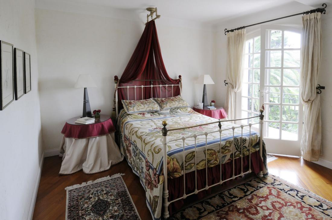 French Country Decorating for the Bedroom | CozyHouze.com