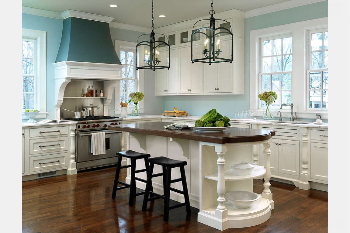 Kitchen decorating ideas for a bright new look for Decorators white kitchen cabinets