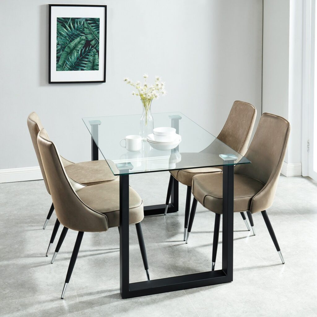 Contemporary Glass Dining Set [Source : https://pin.it/3MVVYsC]