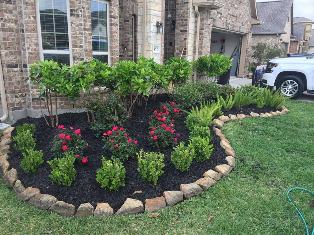 Front Yard Flower Bed [Source : https://pin.it/3GNGPXs]